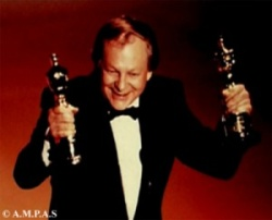 Richard Williams accepts an Oscar